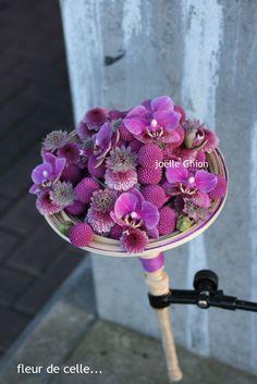 Bouquet composé de rotin, Phalenopsis, astrantia....