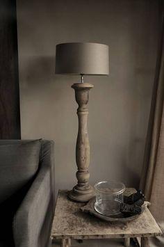 Oud houten lamp Stoer,Sober,Sfeervol & Landelijk….<br /> Dit zijn de woorden die onze wooncollectie weergeven.<br /> Toen wij met de inrichting van onze woning zijn beg