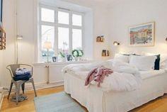Clean, leve e simplista: essas são algumas características da decoração escandinava. Este estilo é típico de países nórdicos, surgiu no século XX e propõe simplicidade e conforto unidos à elegância -- e, à vezes, tem até um toque romântico. Geralmente se trata de espaços com tons claros, mas alguns detalhes na decoração podem trazer cor e elegância. Confira estas ideias de décor para quartos.