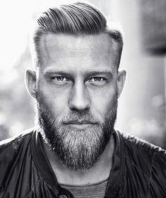 coiffure pour homme et coupe banane avec barbe et cheveux blonds #MensFashionBeard