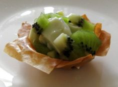 Key Lime Tartlet syns for 18 tartlets wow! Quark jelly and filo pastry Healthy Eating Tips, Healthy Nutrition, Healthy Recipes, Drink Recipes, Delicious Desserts, Yummy Food, Tasty, Slimming World Desserts, Slimmimg World