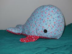 Whale pattern and manual Source by Fabric Crafts, Sewing Crafts, Sewing Projects, Whale Pattern, Chiffon, Fluffy Animals, Diy Toys, Sewing For Kids, Softies