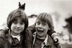 Funny pictures about Elijah Wood and Macaulay Culkin. Oh, and cool pics about Elijah Wood and Macaulay Culkin. Also, Elijah Wood and Macaulay Culkin photos. Elijah Wood, Rare Pictures, Rare Photos, Celebrity Pictures, Funny Photos, Celebrity Couples, Celebrity Gossip, Famous Celebrities, Celebs