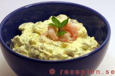 Räkröra - Recept på räkröra till förrätt, räksmörgås, tillbehör till bakad potatis m.m. Gott och enkelt! Fish And Seafood, Lchf, Low Carb Recipes, Potato Salad, Healthy Life, Food And Drink, Yummy Food, Snacks, Cooking