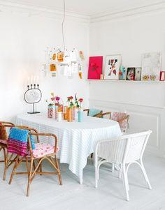 Die Tischdecke muss nicht immer oval sein: Auch eckige Tischwäsche sieht auf einem ovalen Tisch toll aus!