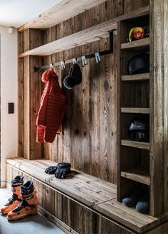 Your front room may be the leisure and dwelling Heart of your own home. Chalet Interior, Ski Chalet Decor, Mudroom Laundry Room, Bench Mudroom, Chalet Design, Design Design, Cabin Interiors, Cabin Homes, Home Furnishings