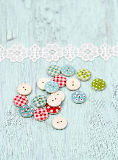 20 Wooden buttons with colorful polka dots and by ilgattogoloso