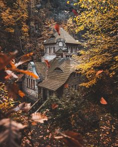 🎃Photos are not mine unless stated🎃 👻Cozy Vibes👻 🍂Autumn is back🍂 Beautiful Homes, Beautiful Places, Beautiful Pictures, Autumn Scenery, Autumn Nature, Autumn Aesthetic, Autumn Cozy, Photos Voyages, Fall Halloween