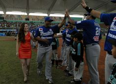 Leslie Gallegos, madrina del equipo de Acereros de Monclova #Coahuila.