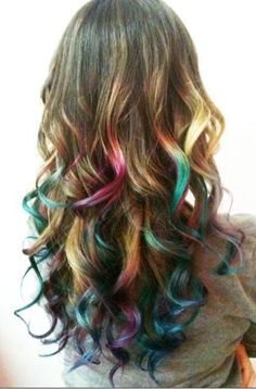 Wavy hair with vibrant colors, hair chalking