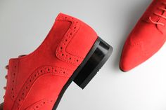 Mister Carlo present these slick men's red suede shoes. Red Suede Shoes, Panelling, Free Shoes, How To Look Classy, Derby, Chelsea Boots, Lace Up, Toe, Pairs