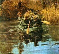 Soldiers of the German 6th Army cross the river in boats on the outskirts of Stalingrad
