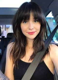 Medium length straight hairstyles with bangs Hairstyles for sochool, Hairstyles women, Hairstyles br Medium Length Hair With Bangs, Haircuts For Long Hair With Layers, Long Hair With Bangs, Long Layered Hair, Medium Hair Cuts, Hairstyles With Bangs, Medium Hair Styles, Cool Hairstyles, Short Hair Styles