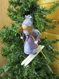 Pergola Attached To Roof Ornament Crafts, Handmade Ornaments, Diy Christmas Ornaments, Felt Ornaments, Christmas Decorations, Christmas Tree, Glitter Ornaments, Beaded Ornaments, Victorian Christmas