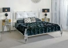 Contemporary chic bedroom, www.wama.mobi #love#homesweethome#bedroomdesign #likes #madeinitaly #luxury #design #followme