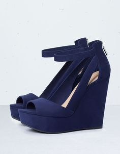 All - Woman - Shoes - Bershka Bulgaria Shoes Heels Wedges, Wedge Shoes, Strappy Wedges, Pretty Shoes, Cute Shoes, Fashion Heels, Sneakers Fashion, Navy Blue Wedges, Fly Shoes