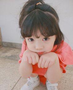 Cô nhóc 5 tuổi tóc ngắn, mặt xinh, mặc đồ yêu không tả xiết - Ảnh 6.