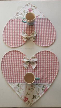Pretty Flower Coasters are a Breeze to Make Fabric Crafts, Sewing Crafts, Sewing Projects, Easy Sewing Patterns, Quilt Patterns, Decoration Bedroom, Sewing Aprons, Diy Home Crafts, Deco Table