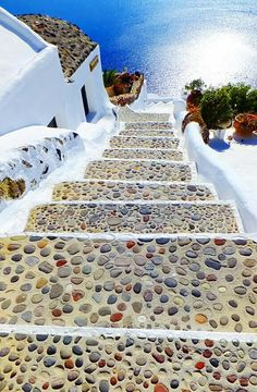 Steps to the sea in Santorini Greece Beautiful Places To Travel, Wonderful Places, Poster Mural, Santorini Villas, Greece Islands, Greece Travel, Stairways, Dream Vacations, Travel Inspiration