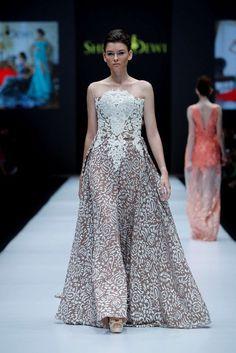 Shinta Dewi, Spring-Summer 2017, Jakarta, Womenswear Jakarta Fashion Week, Strapless Dress Formal, Formal Dresses, Business Fashion, Women Wear, Spring Summer, Dresses For Formal, Gowns