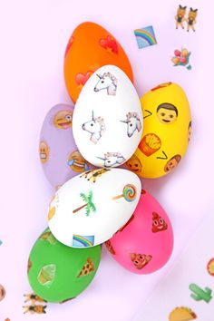 DIY Emoji-Patterned Easter Eggs (with printable emoji stickers) Emoji Easter Eggs, Easter Bunny, Emoji Craft, Emoji Patterns, Emoji Stickers, Diy Ostern, Love Holidays, Easter Cupcakes, Easter Celebration