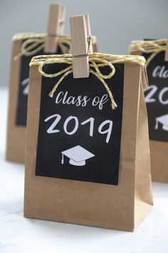 Free Printable Graduation Gift Tags for the Class of Use these chalkboard tags to make grad party favors. Free Printable Graduation Gift Tags for the Class of Use these chalkboard tags to make grad party favors. Grad Party Favors, Graduation Party Centerpieces, Graduation Party Planning, Graduation Party Themes, Graduation Decorations, Grad Parties, Graduation Ideas, Graduation Celebration, Bachelorette Favors