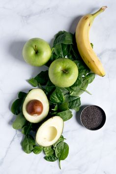 A Creamy Green Goddess Smoothie Packed With Fresh Banana, Apple, Spinach, Chia Seeds And Avocado Over Fiber Per Serving. Veggie lover and Gluten Free. Healthy Drinks, Healthy Snacks, Healthy Eating, Healthy Recipes, Delicious Recipes, Easy Smoothies, Green Smoothie Recipes, Green Smoothies, Smoothie Packs