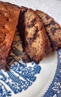 I know it's a bit off-season for this Martha Stewart type behavior but it's a rainy day today and I have the winter baking bug. One of my all-time favorites and ultimate crowd pleaser is my banana …