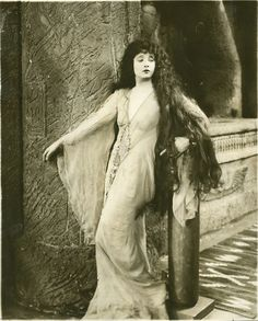 """BETTY BLYTHE (1893-1972)  was an American actress, most notably for her role in """"The Queen of Sheba"""" (1922). She appeared in 63 silent films and 56 talking pictures over the course of her career.  She is famous for being one of the first actresses to appear on film in the nude during the 1920s. (Photo: 1926)"""
