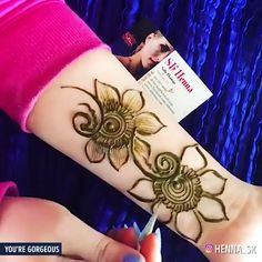 This Pin is about Beautiful Henna Designs which are simple but Easy to Try.Learn Decorative Patterns, Draw Modern Designs and Create Everyday Body Art. Henna Designs Arm, Latest Henna Designs, Finger Henna Designs, Mehndi Designs Feet, Mehndi Designs Book, Full Hand Mehndi Designs, Mehndi Designs 2018, Mehndi Designs For Beginners, Mehndi Design Pictures