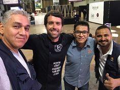 der a izq. Abranchi (Camarógrafo y Productor), yo mero, Martin Ruiz (Productor Gral #TelevisaHermosillo), Ternura (camarógrafo)...muy contento de poder saludar a un gran equipo #Televisa fue mi casa por 5 años donde me la pase muuuy agusto!!! www.chefmanuelsalcido.com !!! buena vibra!!! #chefcms #contento #hermosillo #bacanora #denominacióndeorigen #México #artesanal #handmade #conferencia #cata    #televisa