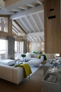 Coconning chalet /Martine Haddouche/  Vertical timber lines