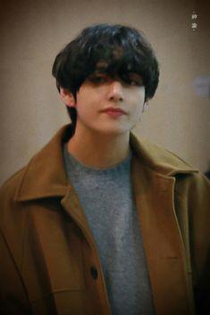 A wealthy CEO in Seoul South Korea. Had a son named Je… Daegu, Billboard Music Awards, Bts Boys, Bts Bangtan Boy, Jimin, Guinness, K Pop, Justin Bieber, Kim Taehyung