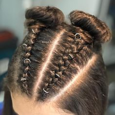 TRENZA + RODETE Un peinado este temporada! Son super cmodas y lndas para el da da, para un evento quedan geniales con unas ondas descontracturadas y para todas las egresadas para que la rompan en su fiesta APROVECHA ESTE FIN DE SEMANA 50OFF EGRESADAS tenemos promo para ustedes! . . #trenzas #trenzastyle #braid #braids #peinado #peinadosocial amp;nbs Black Girls Hairstyles, Braided Hairstyles, Pelo Natural, Festival Party, Prom Hair, Hair Inspo, Hair And Nails, My Hair, Hair Care