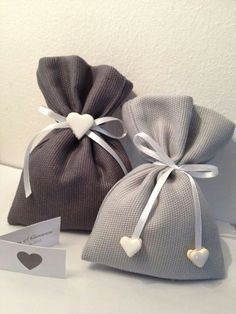 drawstring bags with heart embellishment Lavender Bags, Lavender Sachets, Wedding Favor Bags, Wedding Gifts, Sewing Crafts, Sewing Projects, Jewelry Packaging, Gift Bags, Diy Gifts