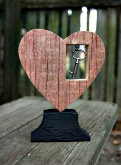 Wood Gifts Reclaimed Wood Heart Red w/ Dangled Key Decoration by HopperRoad Diy Wood Projects, Woodworking Projects, Art Projects, Woodworking Classes, Woodworking Plans, Key Decorations, Creation Deco, Wood Gifts, Pallet Art