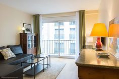Attractive light 1-bedroom apartment with big windows on Rue Emile Allez in the 17th arrondissement of Paris.