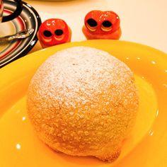 Crispy and spongily melon-pan !  Nomnom #mizumushikun #bread #bakery #kyoto #air #soft #yummy #sweets #pastries #japan #japanesefood
