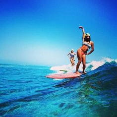 OH heyyyy Kelia Moniz (&Bruna Schmitz)- photo taken in Fiji