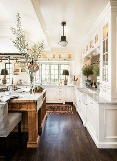 French Country Kitchens, Modern Farmhouse Kitchens, French Country Decorating, Kitchen Modern, Kitchen Black, 1970s Kitchen, Farmhouse Design, White Kitchens, Rustic Farmhouse