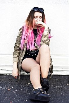 pink ombre hair Funky Hair Colors, Cool Hair Color, Colorful Hair, Fusion Hair Extensions, Ombre Hair Extensions, Pink Ombre Hair, Pastel Hair, Unique Hairstyles, Weave Hairstyles