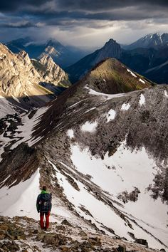 Find out what the best day hikes in Canmore and Kananaskis country are. From simple half day hikes to easy full day scrambles. Banff Cabins, Places To Travel, Places To Visit, Travel Stuff, Hiking Photography, Nature Photography, Adventure Travel, Family Adventure, Adventure Time