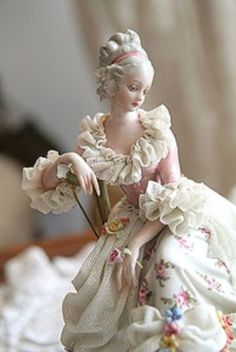 Lovely Dresden figurine- for one of the mantels Dresden Porcelain, Fine Porcelain, Porcelain Doll, Painted Porcelain, Hand Painted, Grand Art, Half Dolls, Sculpture, Collectible Figurines
