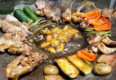 Tárcsán sült húsok és zöldségek recept képpel. Hozzávalók és az elkészítés részletes leírása. A tárcsán sült húsok és zöldségek elkészítési ideje: 130 perc Barbecue Grill, Pot Roast, Pork, Food And Drink, Cooking Recipes, Dishes, Ethnic Recipes, Hungarian Food, Crickets