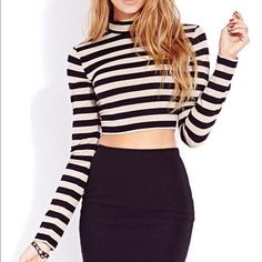 Crop top Trendy forever 21 black and white mock neck crop top. Pairs perfectly with skater skirts, tights and boots for the winter time. Forever 21 Tops Crop Tops