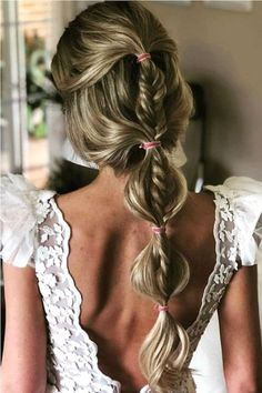 Wedding Hairstyles You Will Want to Wear Right Now: What's Stopping You?, HAİR STYLE, Half up half down braided bubble ponytail. Talk about mixing wedding hairstyles! Sporty Hairstyles, Bride Hairstyles, Pretty Hairstyles, Easy Hairstyles, Beauty Tips For Hair, Hair Beauty, Bubble Ponytail, Braid Ponytail, Braids