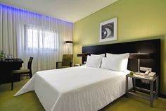 SANA Capitol Hotel Lisboa Located in the heart of Lisbon, this modern hotel is just a 2-minute walk from Marquês de Pombal Square. Marquês de Pombal Metro Station, offering direct access to Lisbon Airport, is 500 meters away.