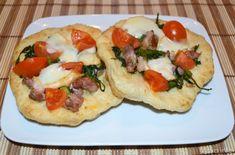 Pizzette salsiccia e friarielli, scopri la ricetta: http://www.misya.info/2013/05/16/pizzette-salsiccia-e-friarielli.htm