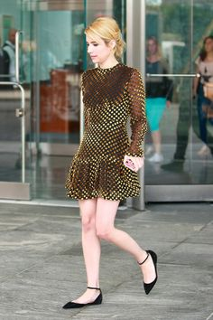 La petite robe en velours d'Emma Roberts