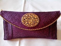 Diy, Beauty & Delicious: Diy: Bolso de mano o Clutch. Diy Clutch, Creation Couture, Diy Accessories, Cloth Bags, Handmade Bags, Homemade Gifts, Continental Wallet, Straw Bag, Pouch
